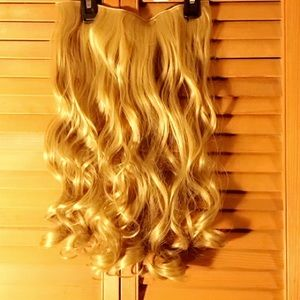 BRAND NEW BABY BLONDE CURLY 1pc/5 CLIP EXTENSIONS
